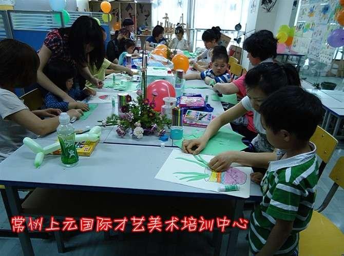 幼儿园绘画年味吃团圆饭