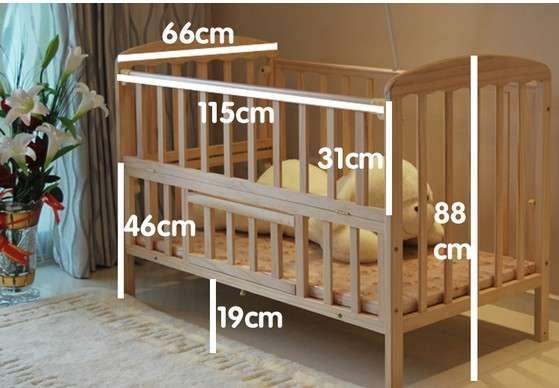 转让9成新婴儿床+床垫+宝妈手工床围床幔套件