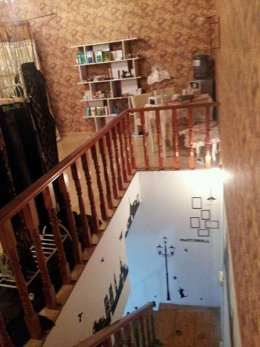 奶茶店楼梯装修