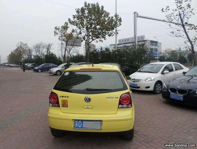 黄色大众polo,1.4排量自动挡