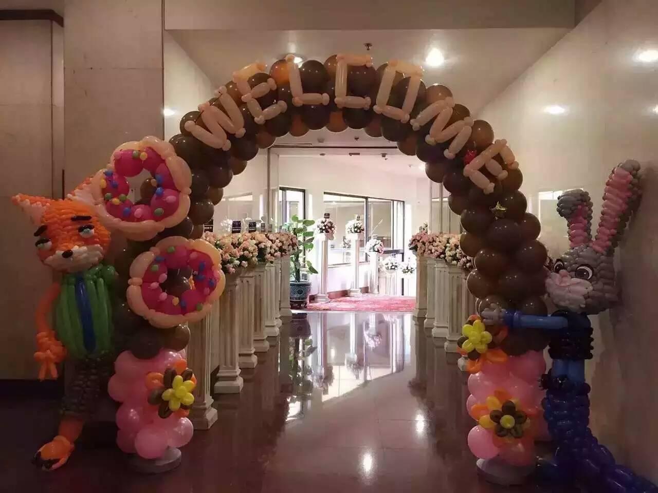 QQ:451751303 电话:13092513037 公司介绍: 球迷气球成立于2002年,经过10年多的努力,球迷气球已经成为苏南地区领先的儿童庆典品牌,公司专注于宝宝宴、百日宴、满月宴、周岁宴及儿童生日派对的布置和策划,自公司成立以来已经为众多的宝宝宴提供过策划服务,并且在客户当中获得了良好的客户口碑,服务过的客户遍布无锡、苏州、常州、江阴、南京各个城市,随着业务的不断扩大,球迷气球除了上海总部外,目前在常州、无锡、苏州、徐州、合肥、福州、呼和浩特、昆明、浙江各地也设立了相应的分部。 态度: 我们球