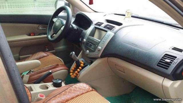 12年9月比亚迪S6 ,手动挡天窗高配,2.0,香槟色,一手车,车载电视,倒车影像,多功能方向盘,天窗,折叠后视镜,无任何事故,车况极品中的极品 绝对没有事故 发动机好 动力超强 提速快 车身稳 全车定期4S店保养 外观内室都保养的很好 帅气的车身 车内空间宽敞 有喜欢的朋友可以联系我看车。车况原版无事故,现卖7.