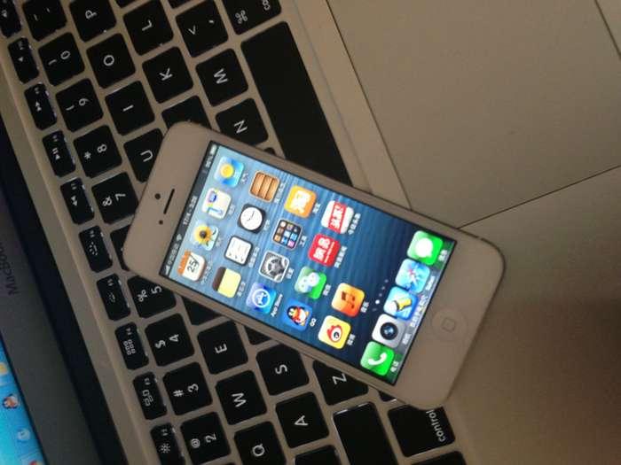 常州苹果4s换屏常州iPhone4s换屏价格 常州苹果iphone维修中心公司致力于苹果产品维修及相关增值服务, 服务热线: 联 系 人:高工 咨询QQ: 630640898 联系电话:13775638131 13405886561 维修地址:常州银河湾电脑城电梯上2楼右拐向南10米洗手间对面D228室 常州苹果授权维修中心:主要维修苹果系列产品 iphone手机 ipad平板电脑 Mac苹果电脑 完美越狱 刷机 解锁 维修服务中心:希望能帮助你,价位最低、、 提供iphone,3g/3gs/4,ipod