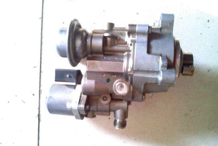 奥迪q3油泵电路图