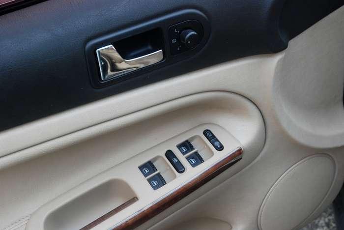 05年大众帕萨特1.8t自动挡豪华版个人一手车