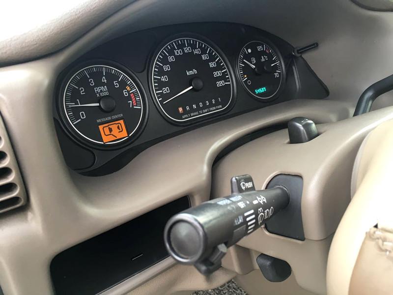 04年3月别克gl8七座商务车3.0 自动挡顶配一手车5万公里