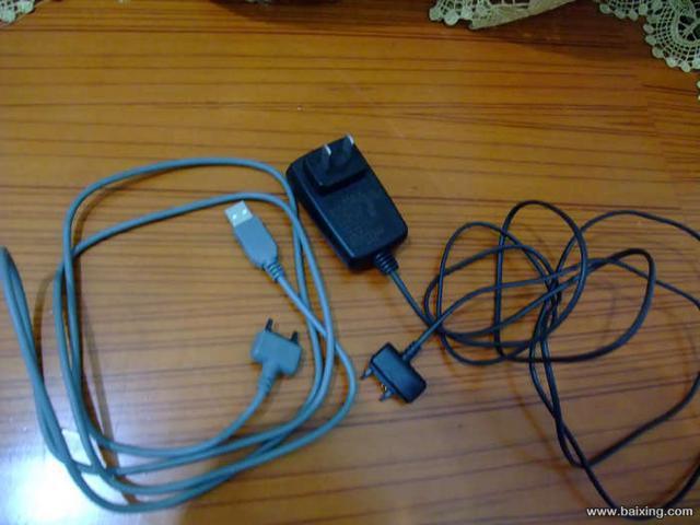 手机电板,充电器,连接线
