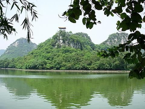 大龙潭风景区位于柳州