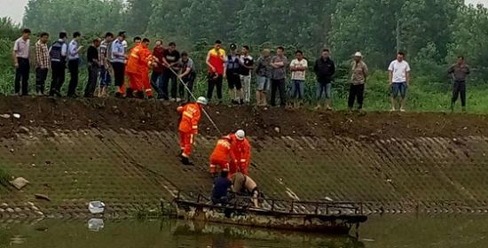 武进区一名男子带着小孩钓鱼,双双落水身亡