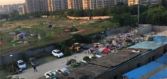 交了钱的停车位没人管理就算了现在还变成了垃圾场!