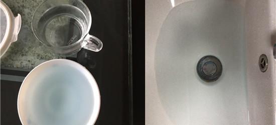 大清早起來刷牙洗臉,發現水是藍藍的...