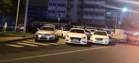 @常州交警,曝光新北万达金街,违停小轿车也应该打击打击
