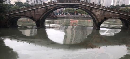 明城墙运河边发现大量地沟油,到底怎么回事?有人来管管吗?