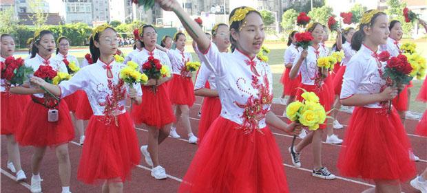 花中学子各显身手——花园中学第38届运动会开幕了