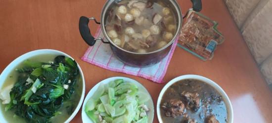 天气不错,我亲自下厨!香菇炖肉,青菜豆腐,红烧草鱼等