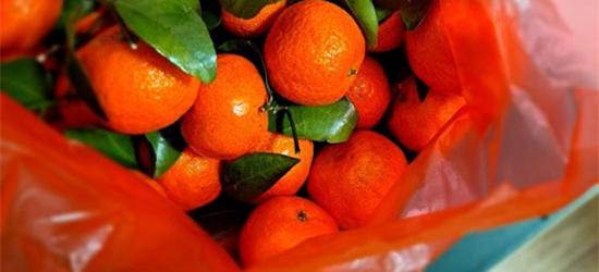 楼上美女搬走了,还给我留下一袋橘子,是有点舍不得