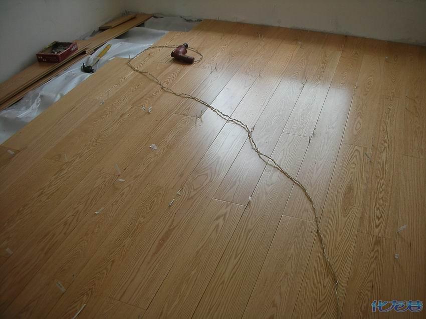 请问橡木地板和印茄木地板要多少钱一平啊?