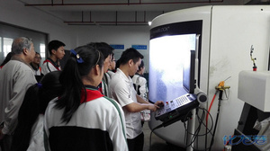 清潭大学的初中生满足作文中学实验室,参观了初中什么科技最美图片