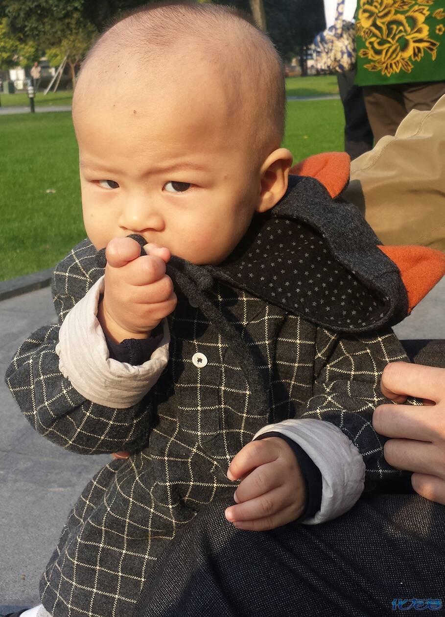 """龙城""""一休哥""""龙城拍客手机摄影抓拍,多么可爱的小朋友"""