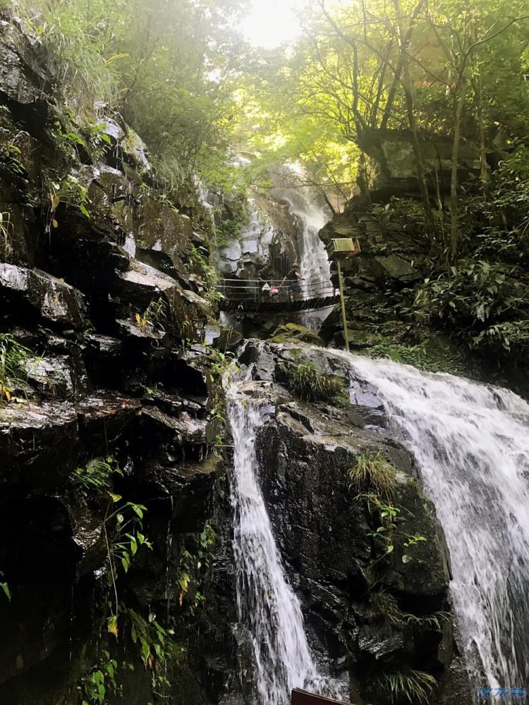 壁纸 风景 旅游 瀑布 山水 桌面 750_1000 竖版 竖屏 手机