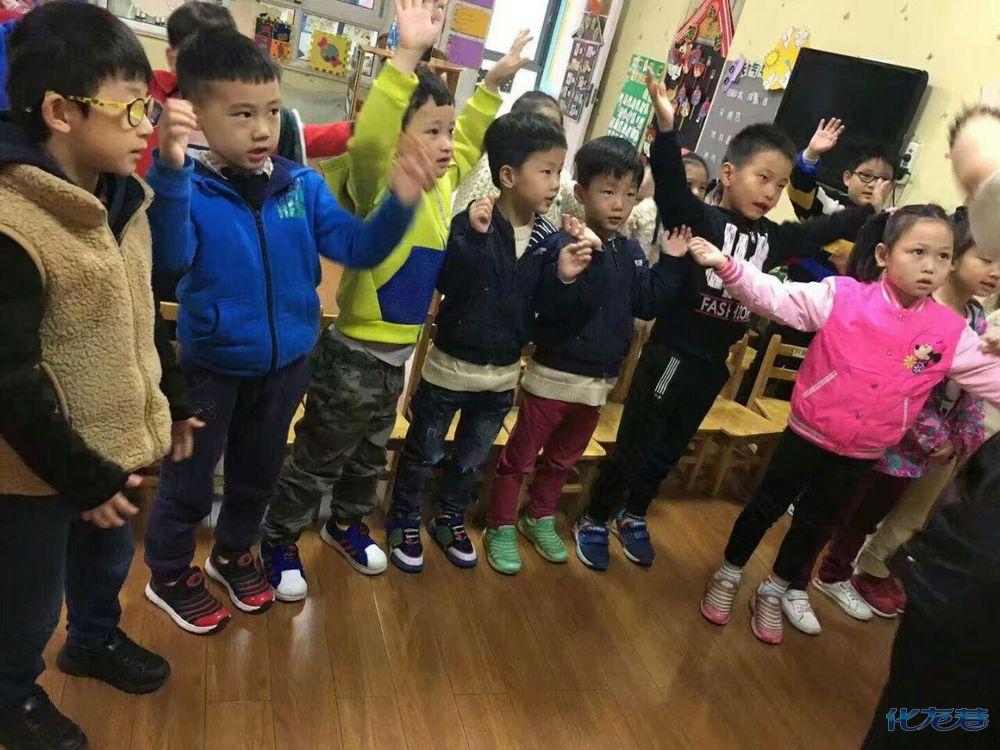 常州市天宁区香缇湾大风车幼儿园:音乐课《小燕子》