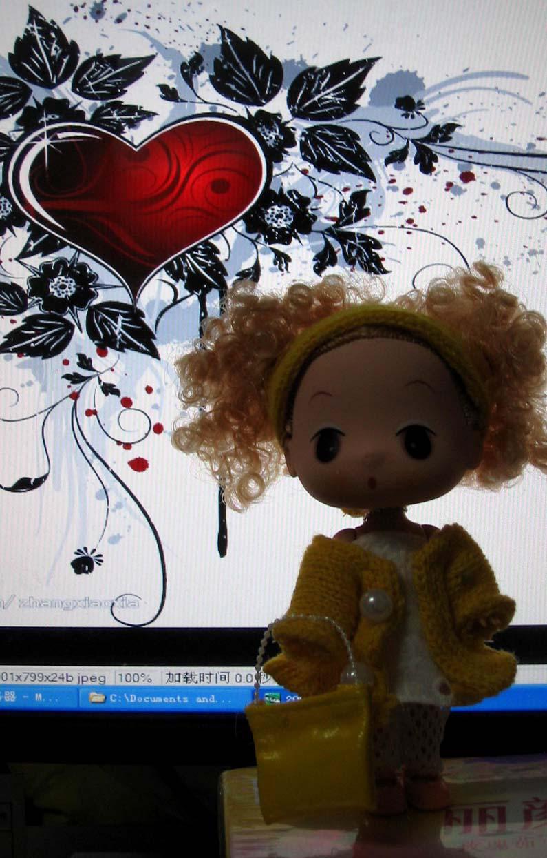 很多人都喜欢迷糊娃娃,可是迷糊娃娃的价格太高,我推荐给大家的是仿版的迷糊,基本造型做的还是不错,希望你们的喜欢!支持正版的朋友请不要攻击我,请谅解我们买不起正版的娃娃! 每只娃娃售价:25元(人民币)送支架) 娃娃身高:18厘米 请注意的是:此迷糊娃娃是仿版的,所有娃娃都是实物拍摄 需要购买的朋友,可以通过电话订购,或到我的实际店铺选购! 联系电话:13961157295 实际店铺地址:青果巷187号(市公安局路上,原22中学对面)--卡卡熊玩具专卖 [
