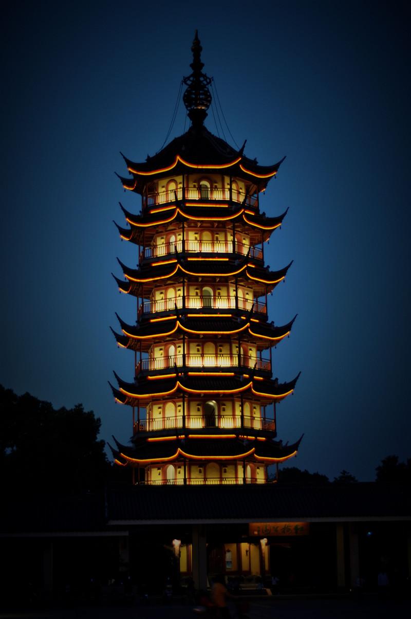 夜色下的天宁宝塔,是常州的标志啊