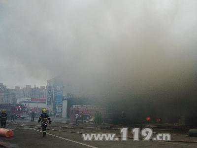 常州市武进区牛塘物流仓库爆炸酿险 常州消防迅速出击挽损失 中国消