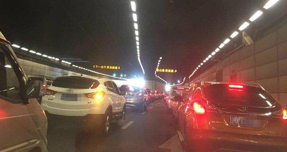今早常州上演史诗级交通拥堵片