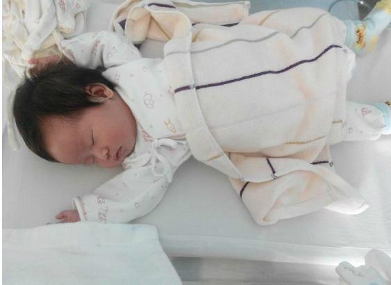 宝宝睡觉总是投降式