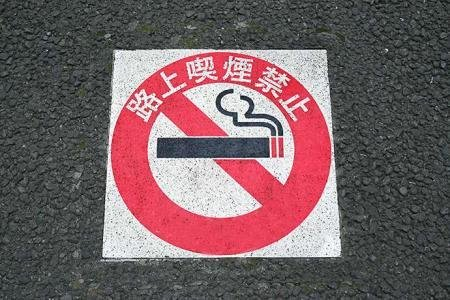 新加坡扔烟头罚1454