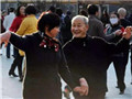 68岁老爸出轨舞伴