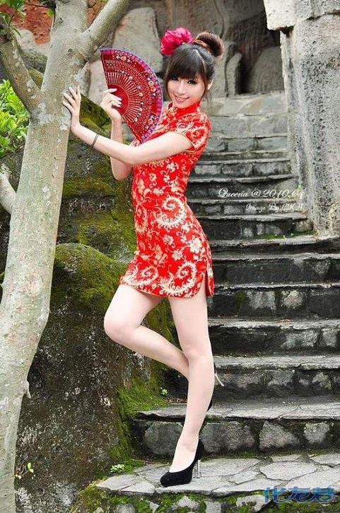 美女增色――中国红旗袍