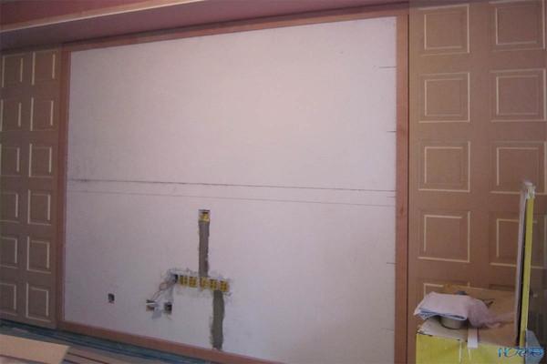 客厅背景:这个电视背景墙的凹凸造型很费时间,木工师傅说整整做了一天