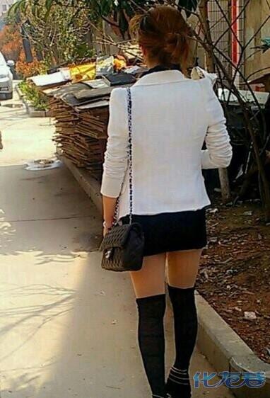 短裙美女眼前