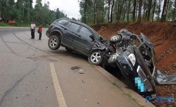 2015特大交通事故图片美女_在云南高速公路上出了 车祸图片