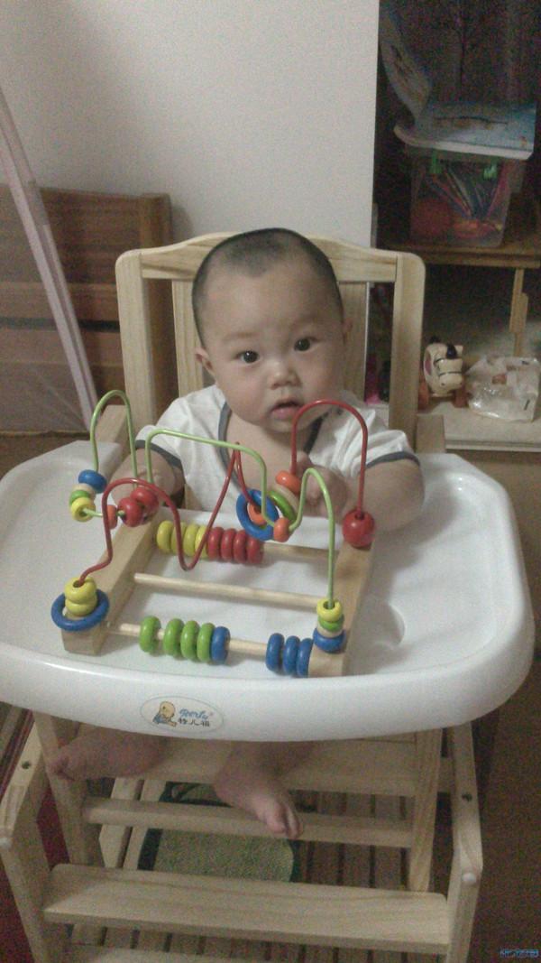 8个月的小帅哥生活照,速来围观~~绝对生活照