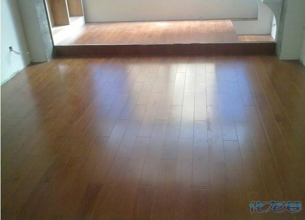 我家是木工用木工板做的地台