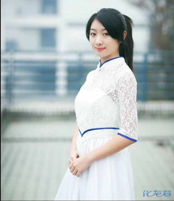 高清组图:浙江大学礼仪队美女白裙飘飘走红网络