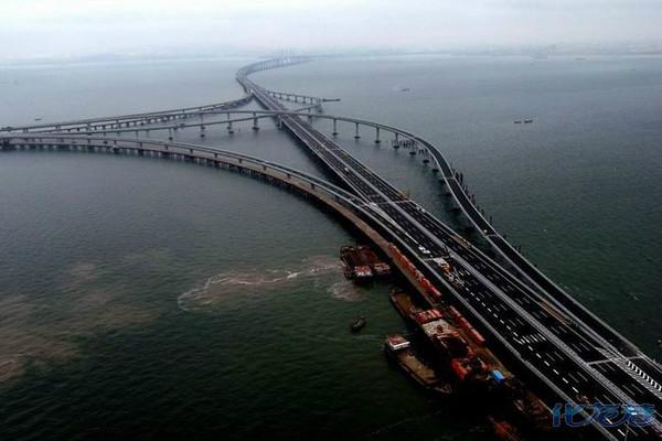 青岛胶州湾大桥东起青岛东部城区海尔路