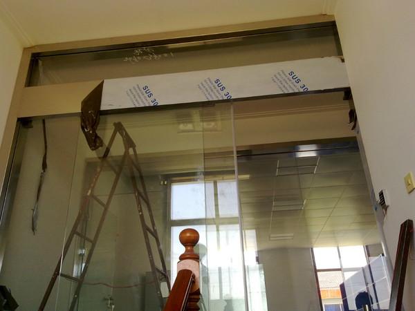 常州楼梯过道安装刷卡密码门禁感应门的制作