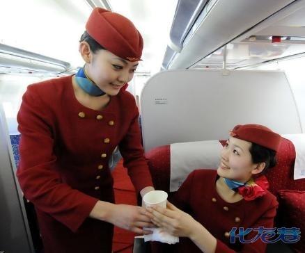 空姐在飞机上忙些什么?