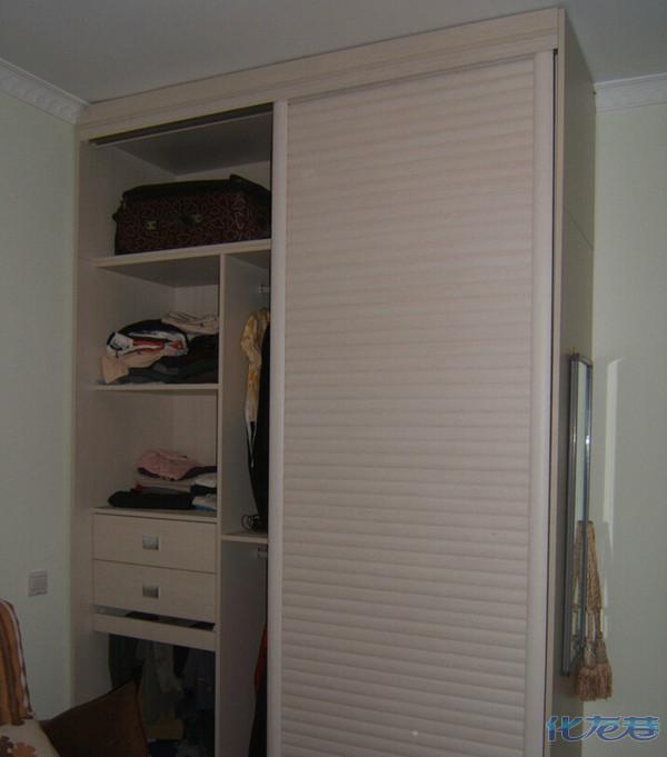石膏线与衣柜连接处的处理方案