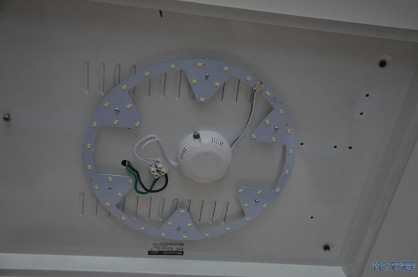 介绍一种家庭吸顶灯改造led灯的方法安装简单花钱少