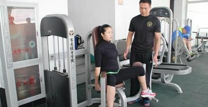 健身教练应不断提高自己的水平
