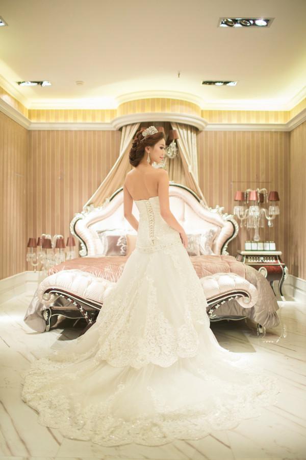 出色彩妆嫁衣馆--欧式高端长拖主婚纱