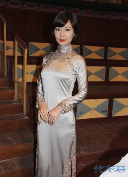 林心如罕见短发造型曝光,穿旗袍秀凹凸身材,民国时期淑女装扮图片