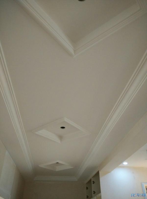 龙祥家装:实木地板,实木套装门,仿大理石线条,石膏线,集成吊顶,雕花板