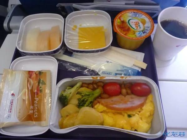 飞机上的午餐,好吃不好看