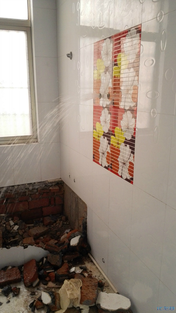 墙排马桶红砖砌墙图片